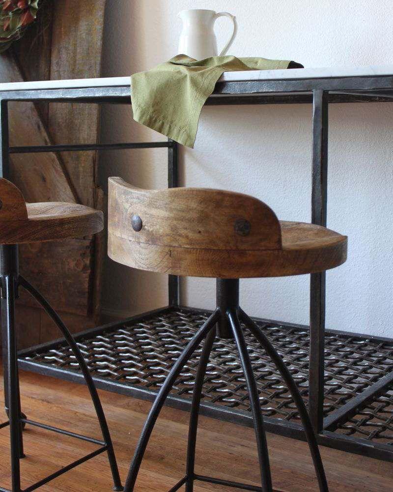 Country crafted wooden chair and stool ebth - Tabouret De Bar Industriel La Vedette Indiscutable Dans La Cuisine Esprit Loft