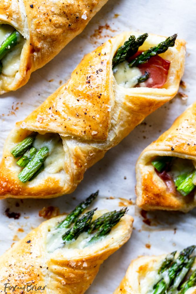 Prosciutto Asparagus Puff Pastry Bundles is part of pizza - These Prosciutto Asparagus Puff Pastry Bundles are an easy and elegant appetizer or brunch idea! Perfect for Easter, Mother's Day or any other spring brunch!