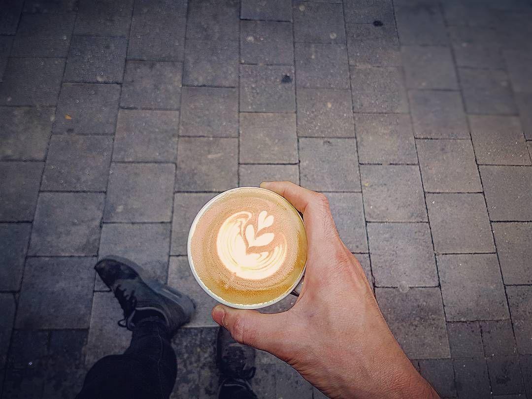 Coffee Break.  #coffeetime #coffee #break #misturaicecream #barista #speciality #specialitycoffee #tulipa #Madrid #malasaña #thursday #afterwork by jaime_bauhaus