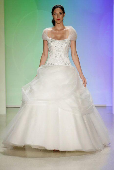 Vestidos de novia princesa bella