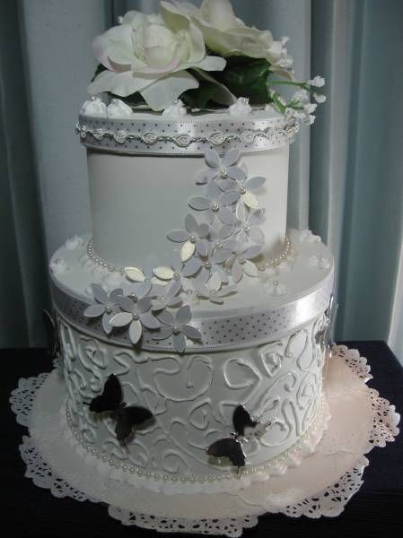 Wedding Cake Gift Box - View 1 by kraftyaunt - Cards and Paper Crafts at Splitcoaststampers