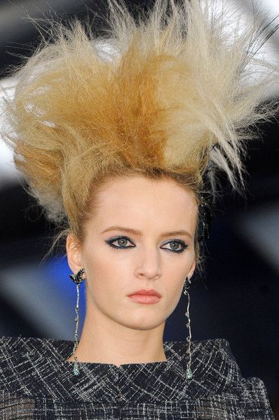 Chanel Spring 2012 Runway Pictures - Livingly