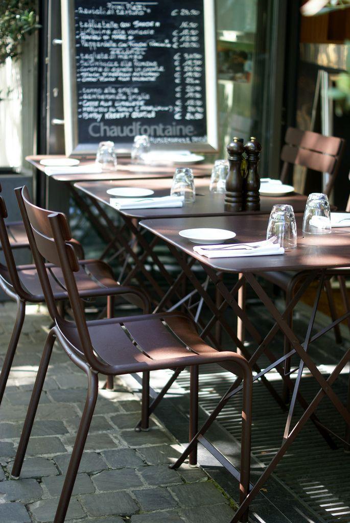 terrasse de restaurant avec chaises #luxembourg et tables #bistro ... - Chaise Et Table De Restaurant