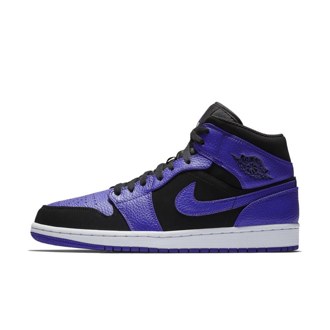 best sneakers 76d7c 4dbe7 Air Jordan 1 Mid Men s Shoe Size 11 (Black)