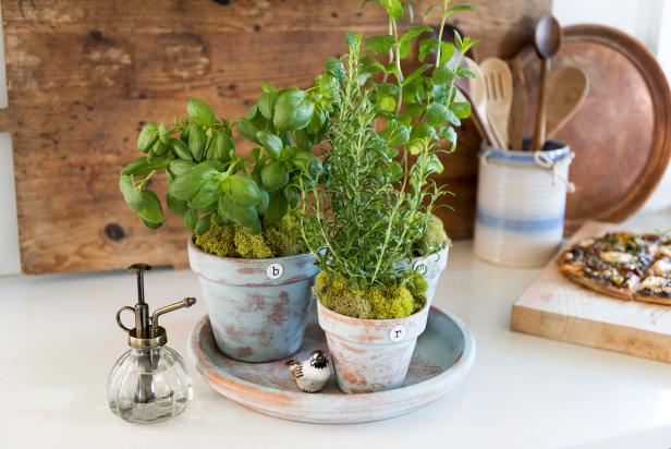 Make New Pots Look Old For A Cottage Style Countertop Herb 400 x 300