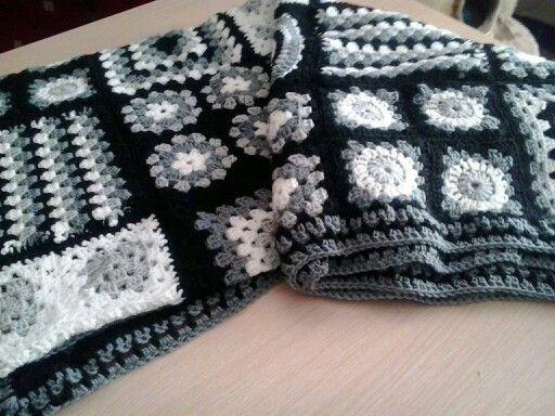 Crochet granny sqaure blanket /deken