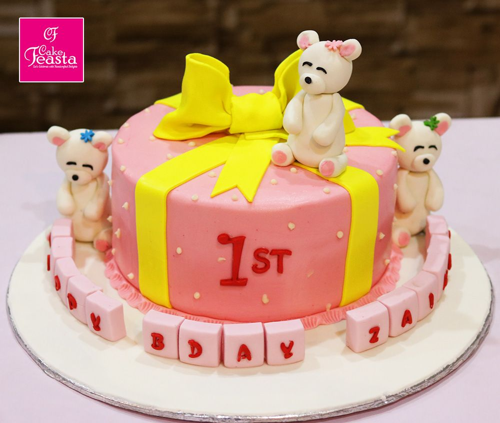 Beautiful white teddy bears cake to attract your kids