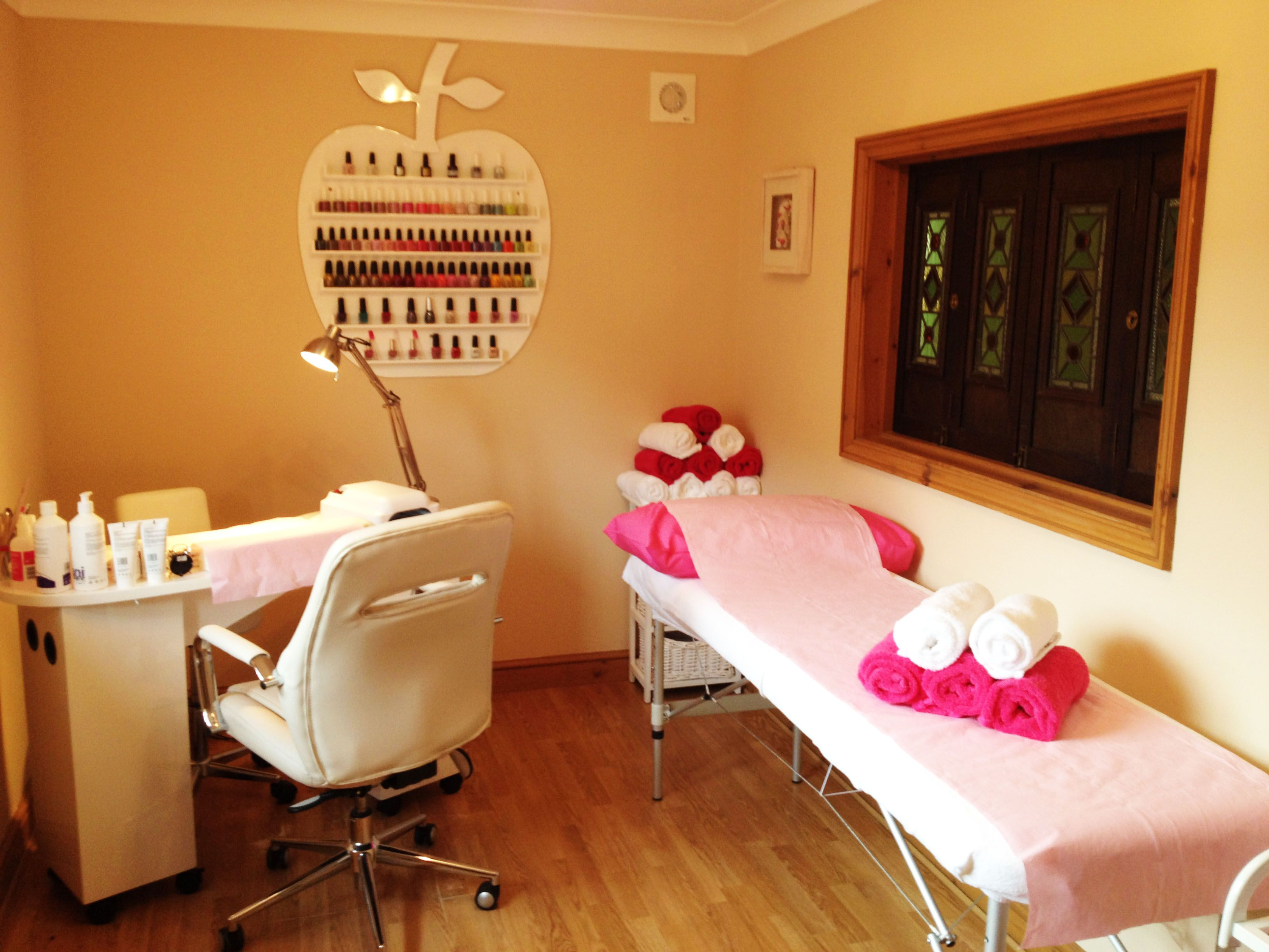 small nail salon - Google Search  Nail salon design, Home beauty