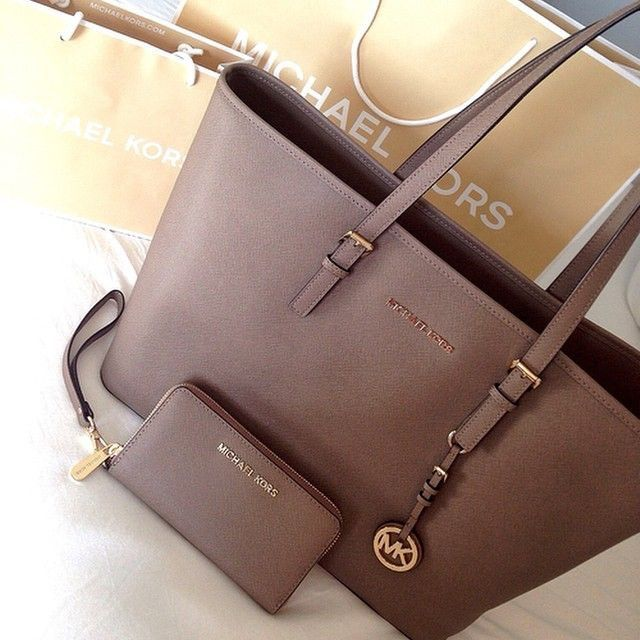 Michael kors bag  michael  kors  bag Pinterest  JORDANLANAI Brown Michael  Kors c81fa73c72ad9
