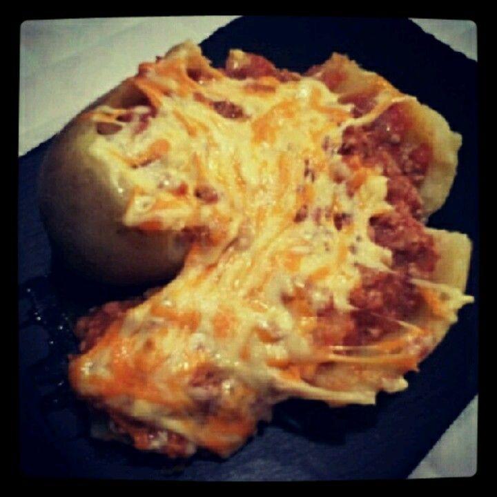 Patata rellena picante