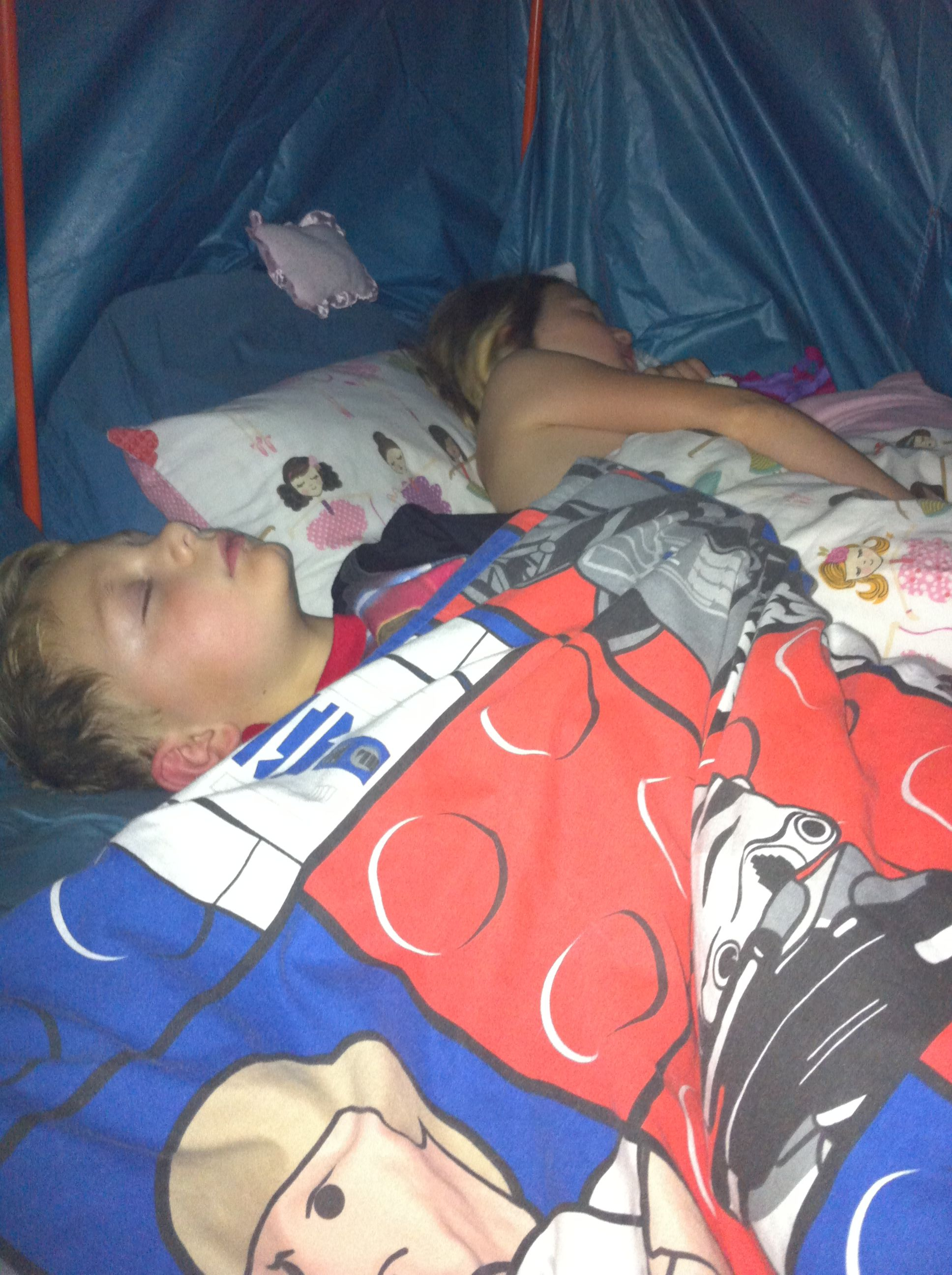 The perfect end to a day making camps - sleeping in your Kidcampz Play Tent. Night night!