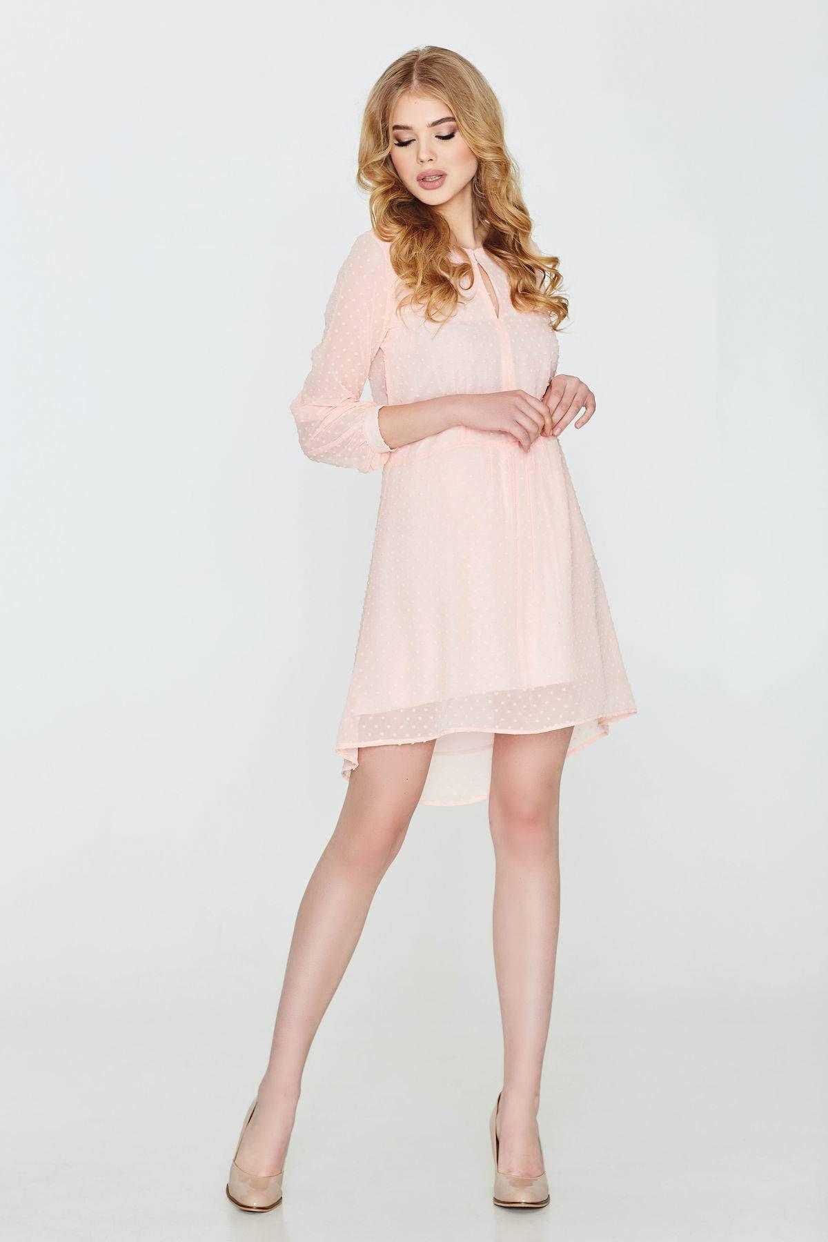 Чарівне коктейльне плаття дозволить підкреслити жіночність. Для пошиття  моделі використовувався шифон f29365b489384
