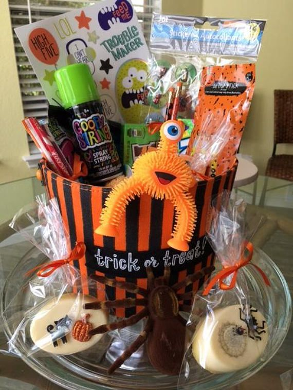 Halloween Spooky Basket.Pin By Kathy Alcala On Fall Halloween Baskets Couple