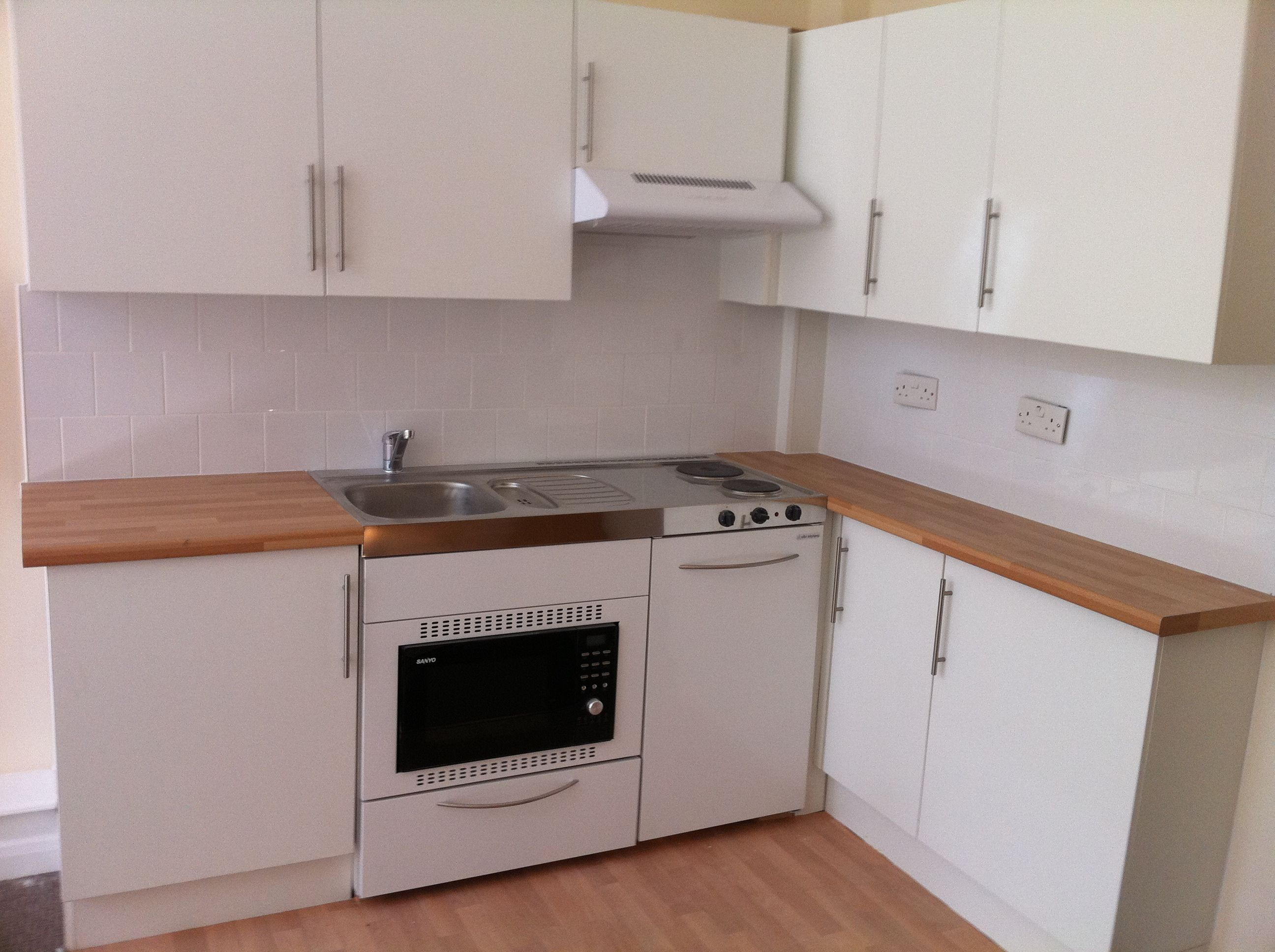 Beautiful Elfin mini kitchen ready for us in a studio apartment in