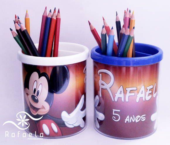 Porta Lápis em acrilico Mickey com 12 lápis de cor.  Cores da tampa sortidas.  Feito em qualquer tema  Peçá já o seu!  Acompanha embrulho com laço e tag de agradecimento.  Valor do Porta Lápis vazio sem os lapis de cor R$ 12,90 R$ 15,93