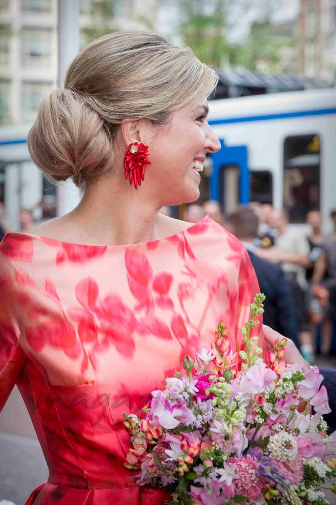 Llega la primavera al traje de la reina Máxima de Holanda ...