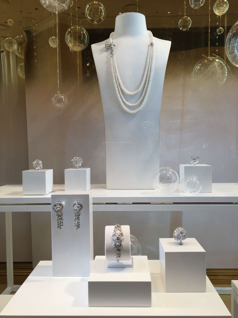 Chanel fine jewelry window display at encore hotel las for Jewelry store window displays