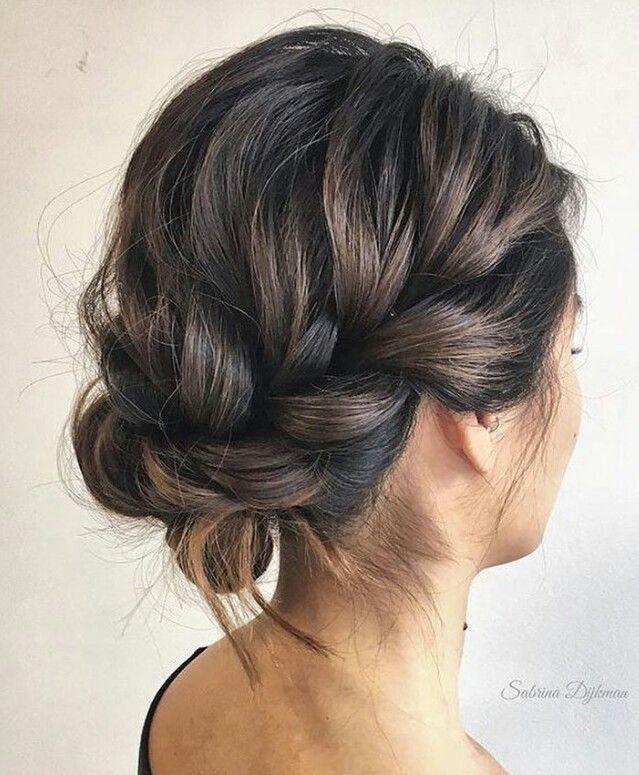 So hübsch, ich wünschte, ich hätte so ein volles Haar, damit ich meine Haare so stylen kann.