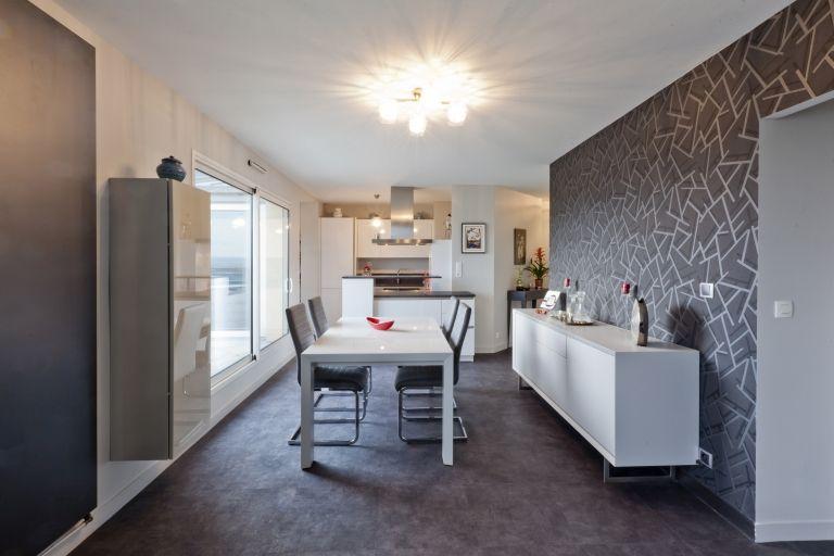 L\u0027appartement de 110 M2 a été entièrement rénové; L\u0027espace de vie a