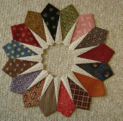 Northern Deb Quilts Civil War 1800s Quilt Technique Is To Insert Triangles Folded Half Into Seams Betwee Dresden Quilt Dresden Plate Quilts Quilt Patterns