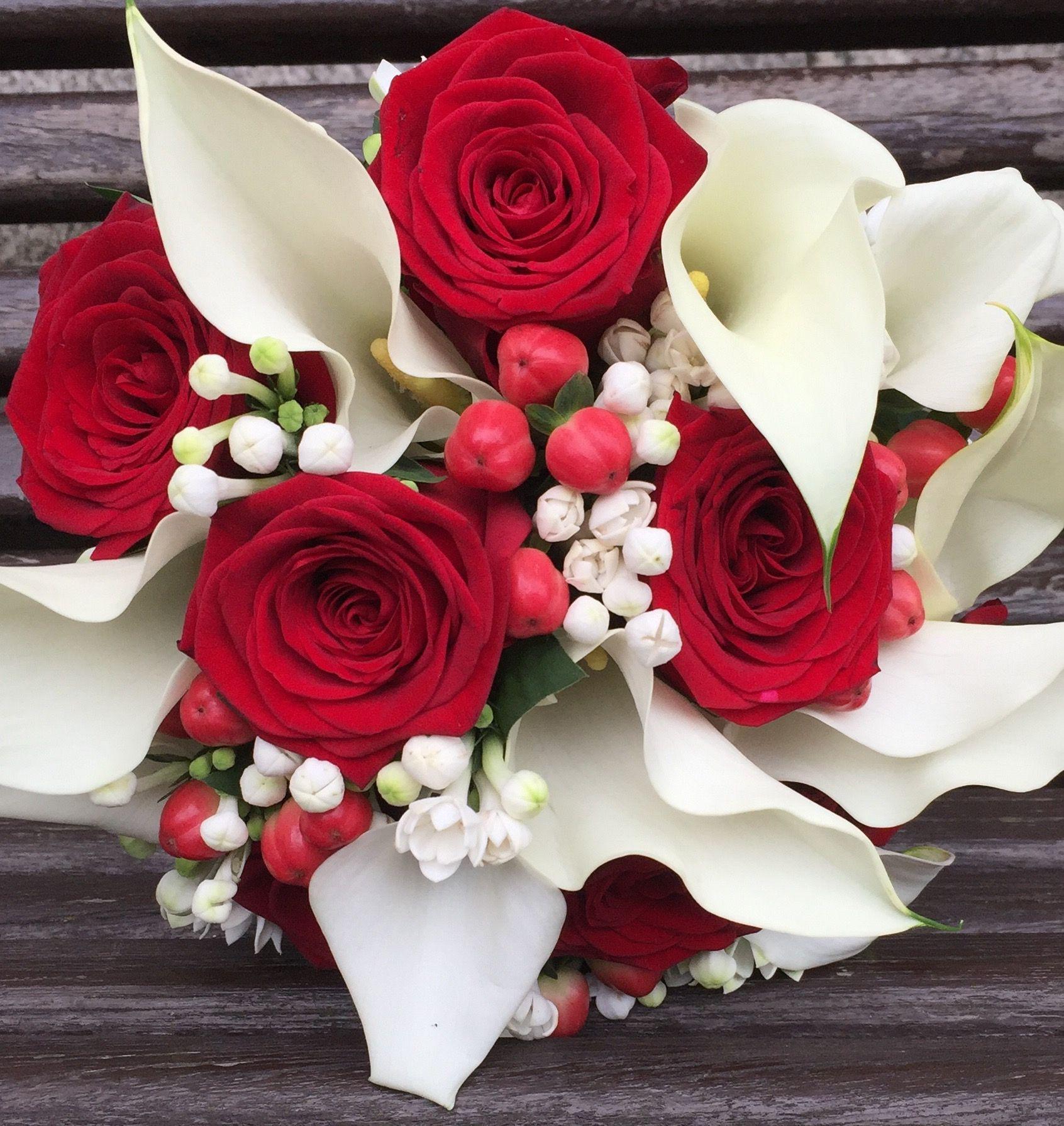 Ramo De Novia De Calas Y Rosas Rojas Flowers Rose Wedding