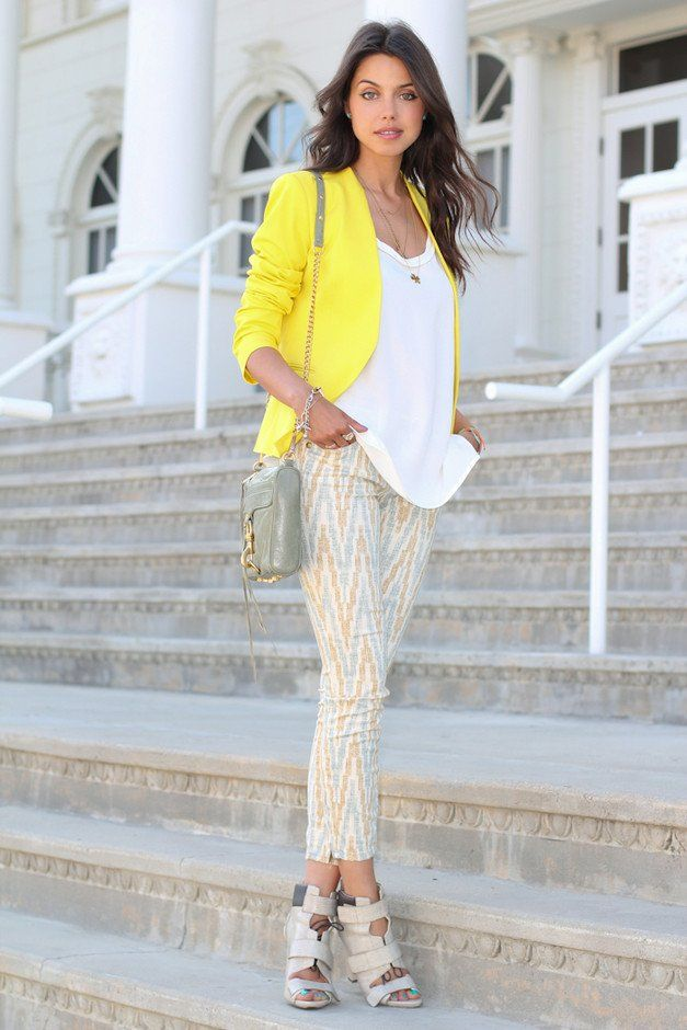 e61dfbf1134bc 15 Voguish Outfit Ideas with the Trendy Printed Jeans - Pretty Designs.   roressclothes closet ideas  women fashion Printed Pants Outfit Idea with  Yellow ...