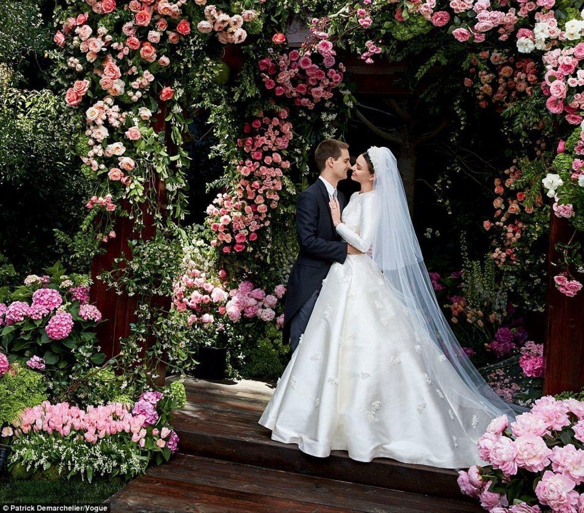 صور عرايس محجبات جميلة جدا اشيك وارق عرايس 2021 صور عرائس محجبات جميلة للغاية صور In 2021 Dior Wedding Dresses Celebrity Wedding Dresses Wedding Dress Inspiration