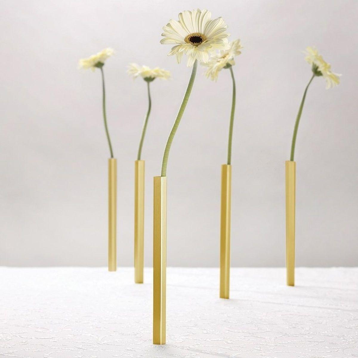 Versier je tafel en laat iedereen versteld staan met deze magnetische vazen van Peleg Design!