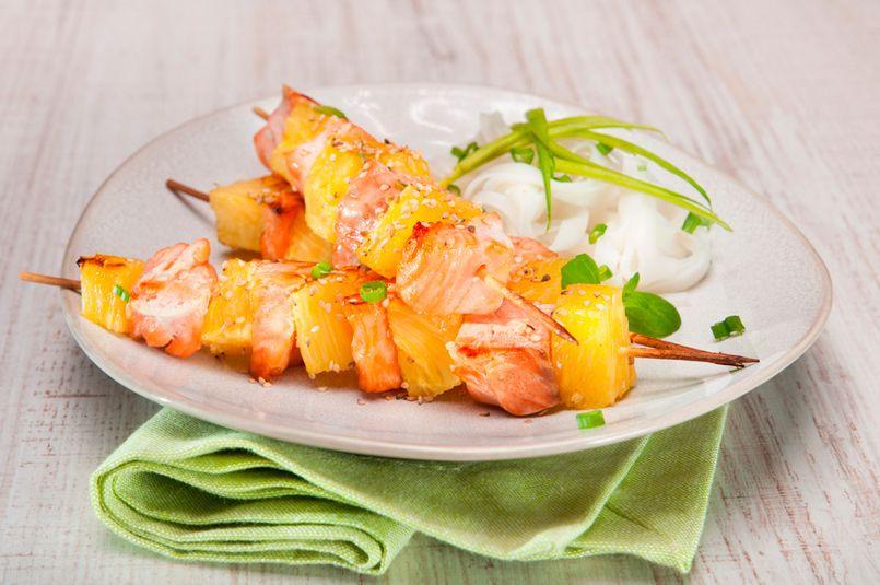 Con el calor que tenemos hoy, no hay nada mejor que preparar comidas refrescantes. Una de las frutas con las que podemos jugar para acompañar tanto a carne