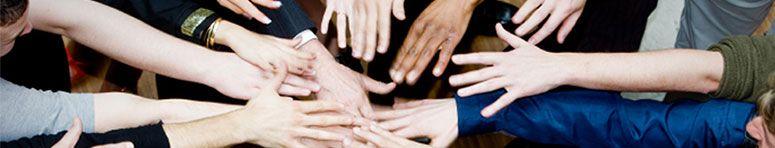 Con el avance tecnológico, el auge de internet, y sin lugar a dudas de las Redes Sociales, han ido surgiendo nuevas profesiones en relación a todos estos elementos que se han ido asentando en nuestra forma de interactuar y de relacionarnos. Quizás aquella que está más en la mente de todos, ya que se ha puesto de moda en los últimos años, sea la que se conoce como Community Manager o la que algunos han traducido como Responsable de Comunidad.