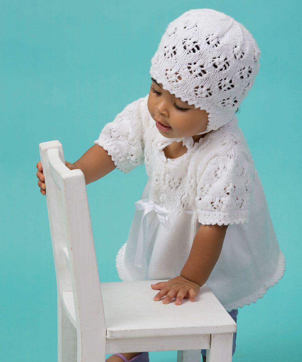 Babykleid und -mütze mit Ajourmuster Gratis Strickmuster #Stricken ...