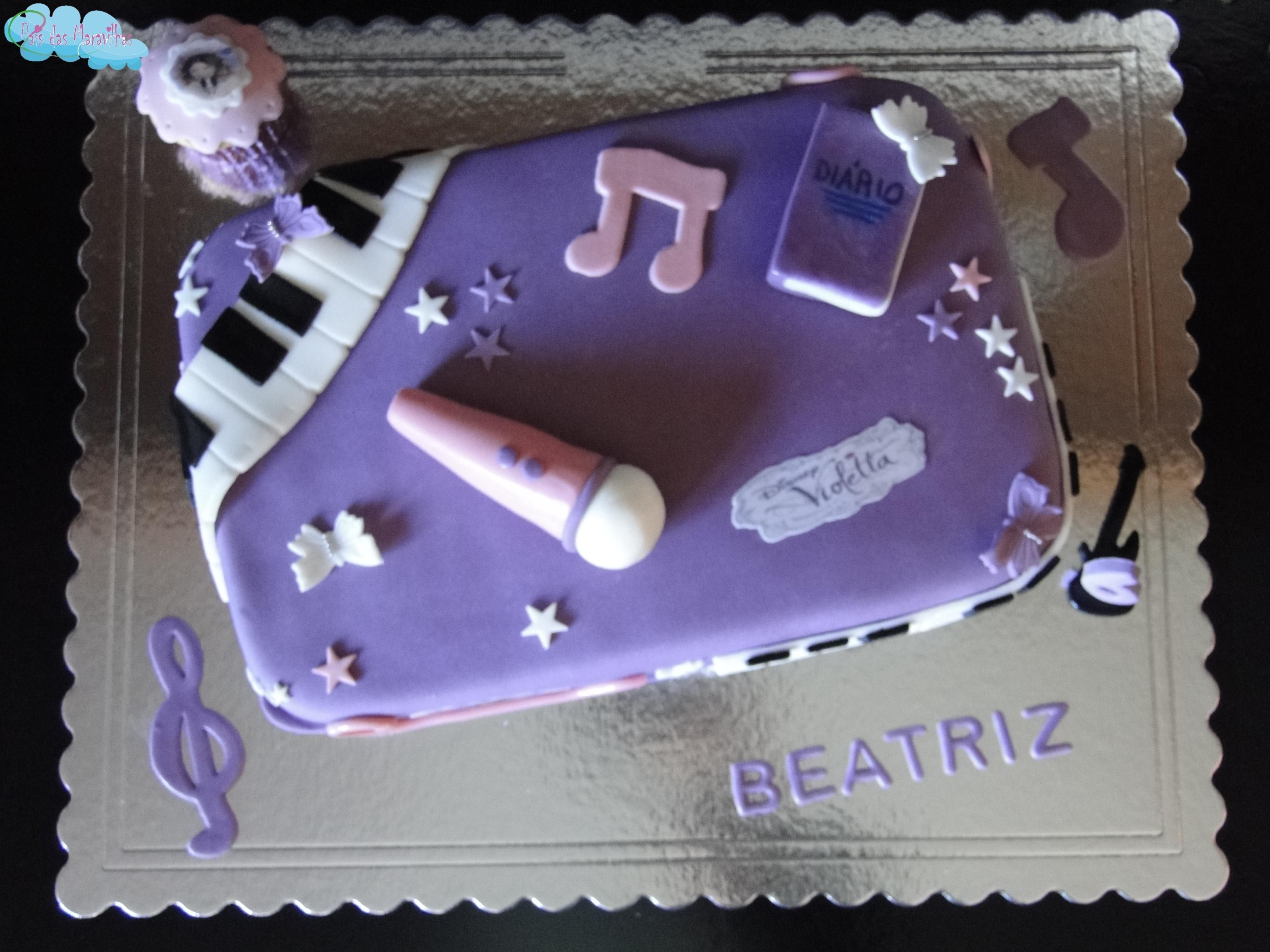 Beatriz faz a festa com a sua grande estrela Violetta