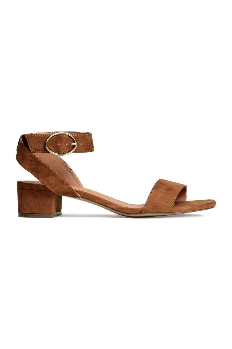 revisa e2f03 9d0d6 Sandalias con tacón grueso | Zapatos | Zapatos tacon bajo ...