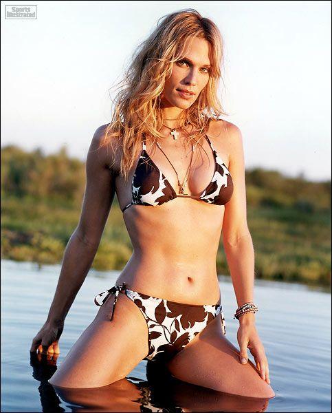 Maxim argentina topless model