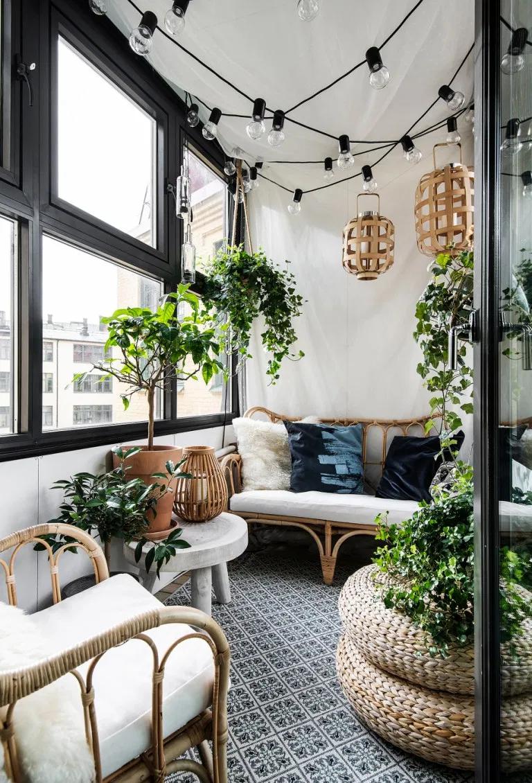 Cet Appartement De 57m2 Situe Dans Une Ancienne Usine Possede Un Jardin D Hiver En 2020 Avec Images Jardin D Hiver Deco Maison Interieur Deco Maison