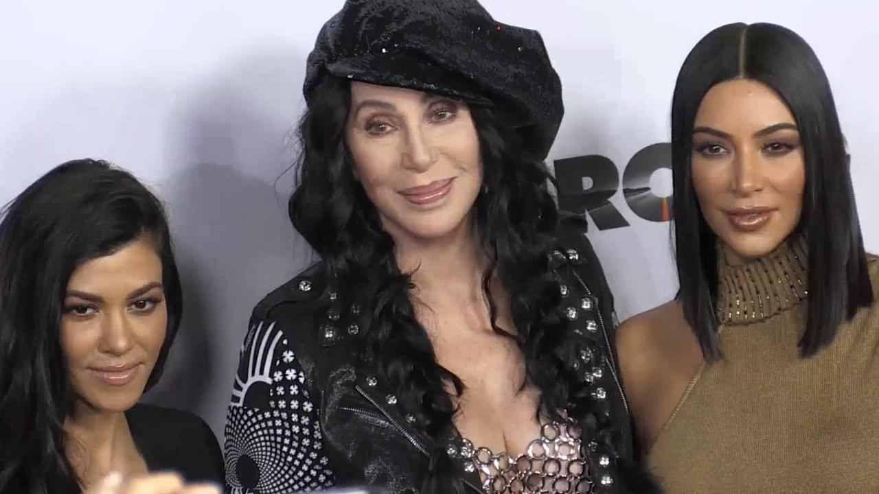 Kris Jenner ucBeggedud Cher To Pose With Kim And Kourtney Kardashian
