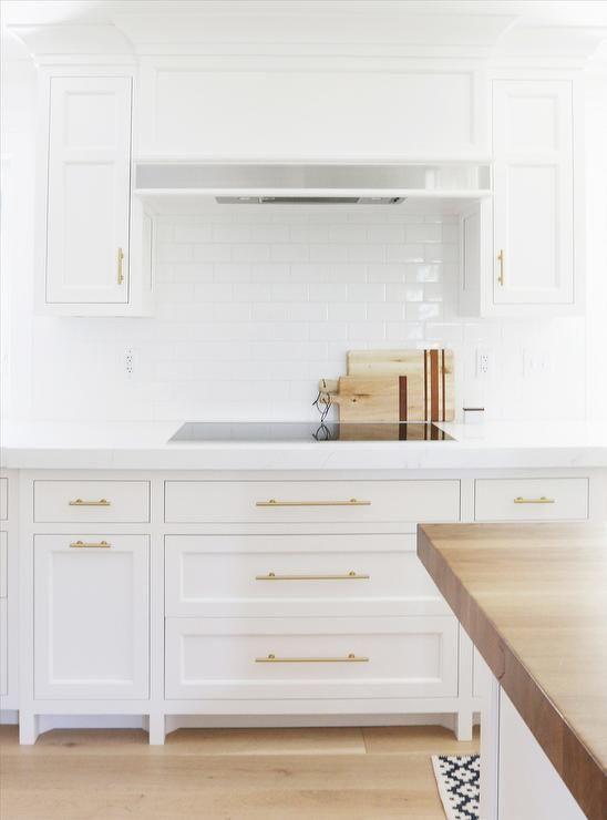 Download Wallpaper White Kitchen Brass Handles