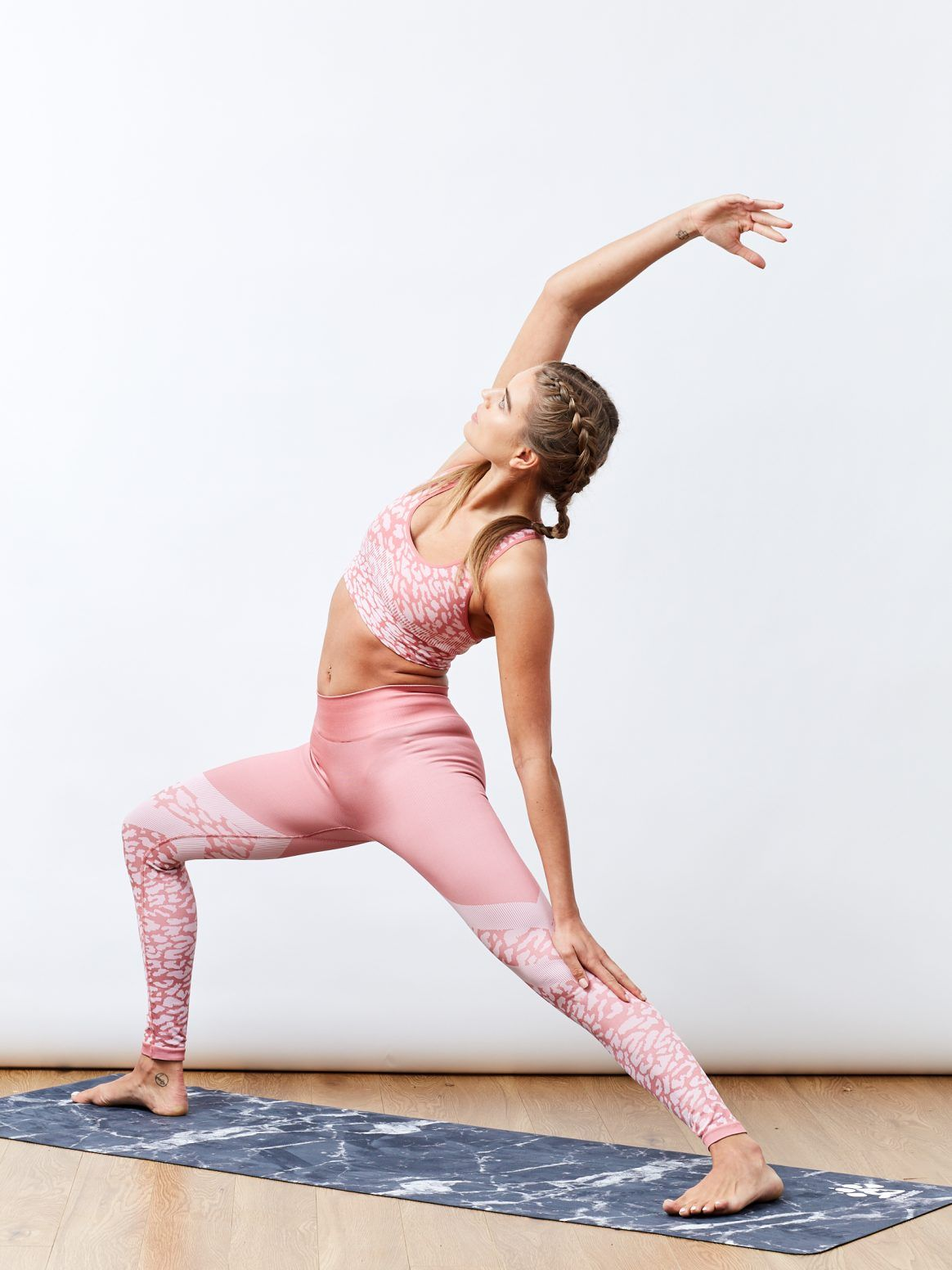 Yogi Bare Marble print machine washable yoga mat and the perfect Varley yoga and seamless kit | Shop the latest activewear arrivals on Fashercise now - free worldwide shipping over £150!