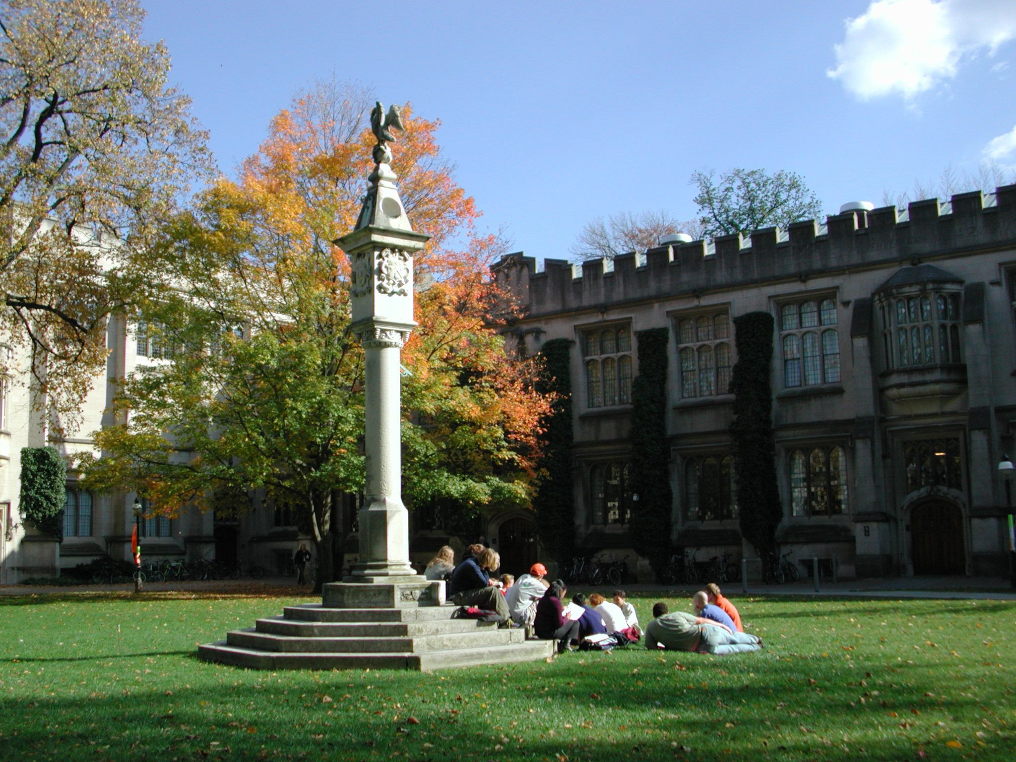 Fashion style Campus: on Looks Amber Princeton University for girls