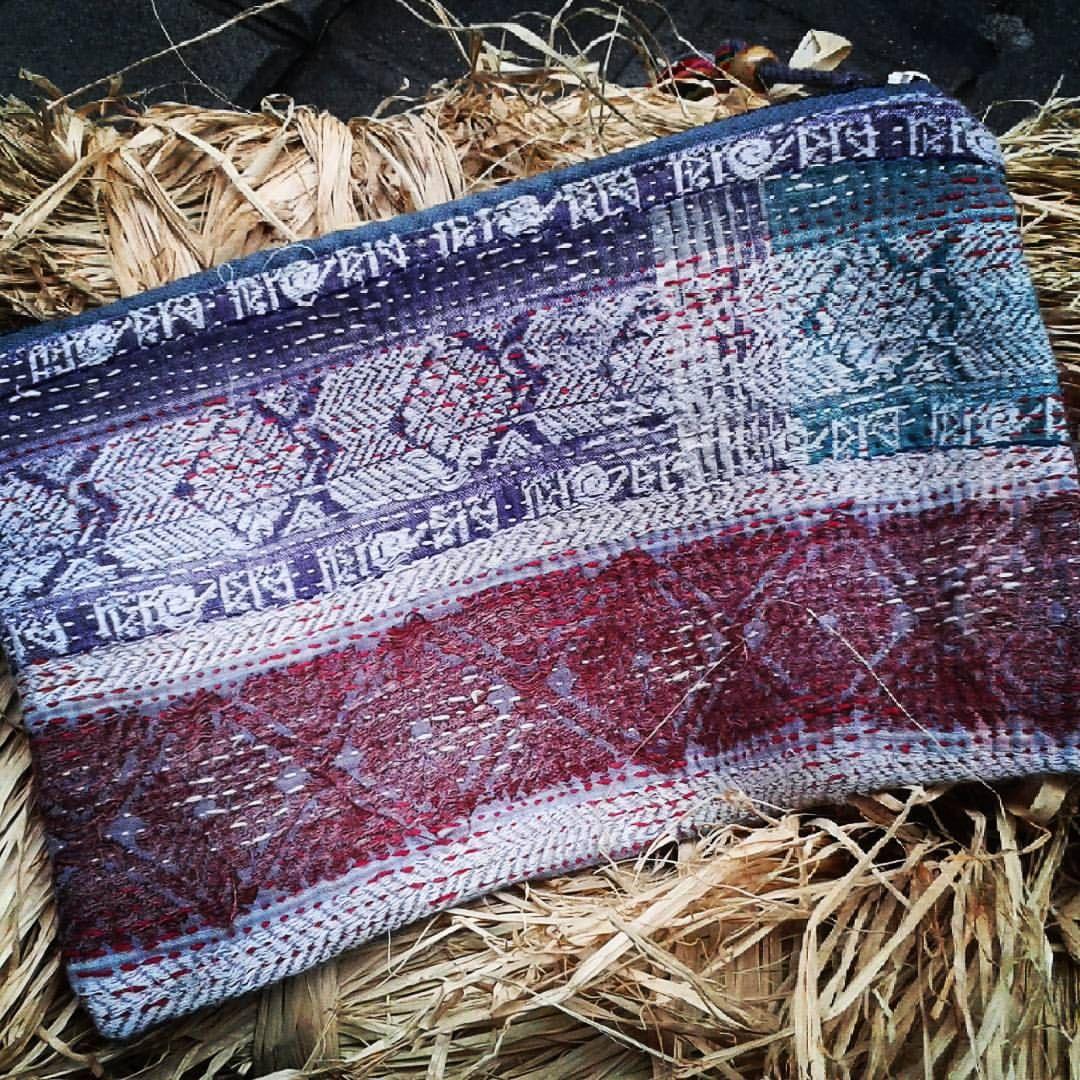 Las antiguas telas gudri con las que hacemos los bolsos, provienen de Asia #gudri #India #paquistán #nightbag #smalltoilets #nice #fashion #different