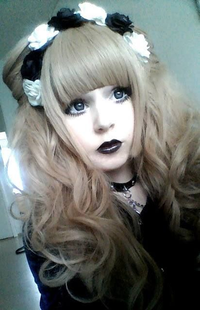 More typical lolita makeup- doll-like eyes, plump lips, clear skin, and very understated everything else. The focus should be the eyes!