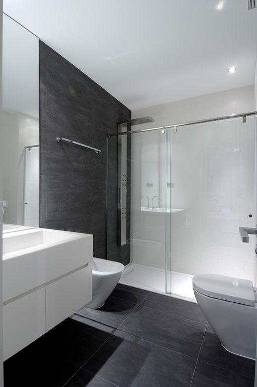 Piso negro lavabo blanco muebles blancos cancel de for Muebles de aluminio