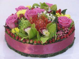 composition florale anniversaire gateau floral pinterest compositions florales. Black Bedroom Furniture Sets. Home Design Ideas