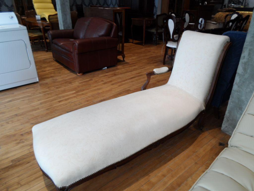 Mobilier De Salon Meubles Usages A Quebec Chaise Lounge Floor Chair Furniture