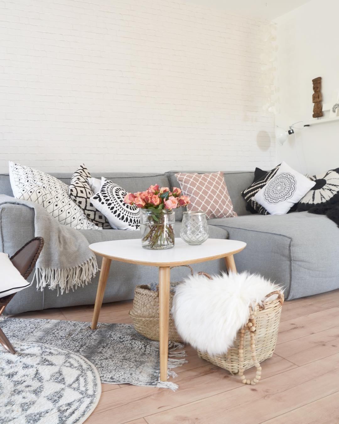 Kissen und Teppiche im Soft Ethno Look bringen Leben in dieses ...