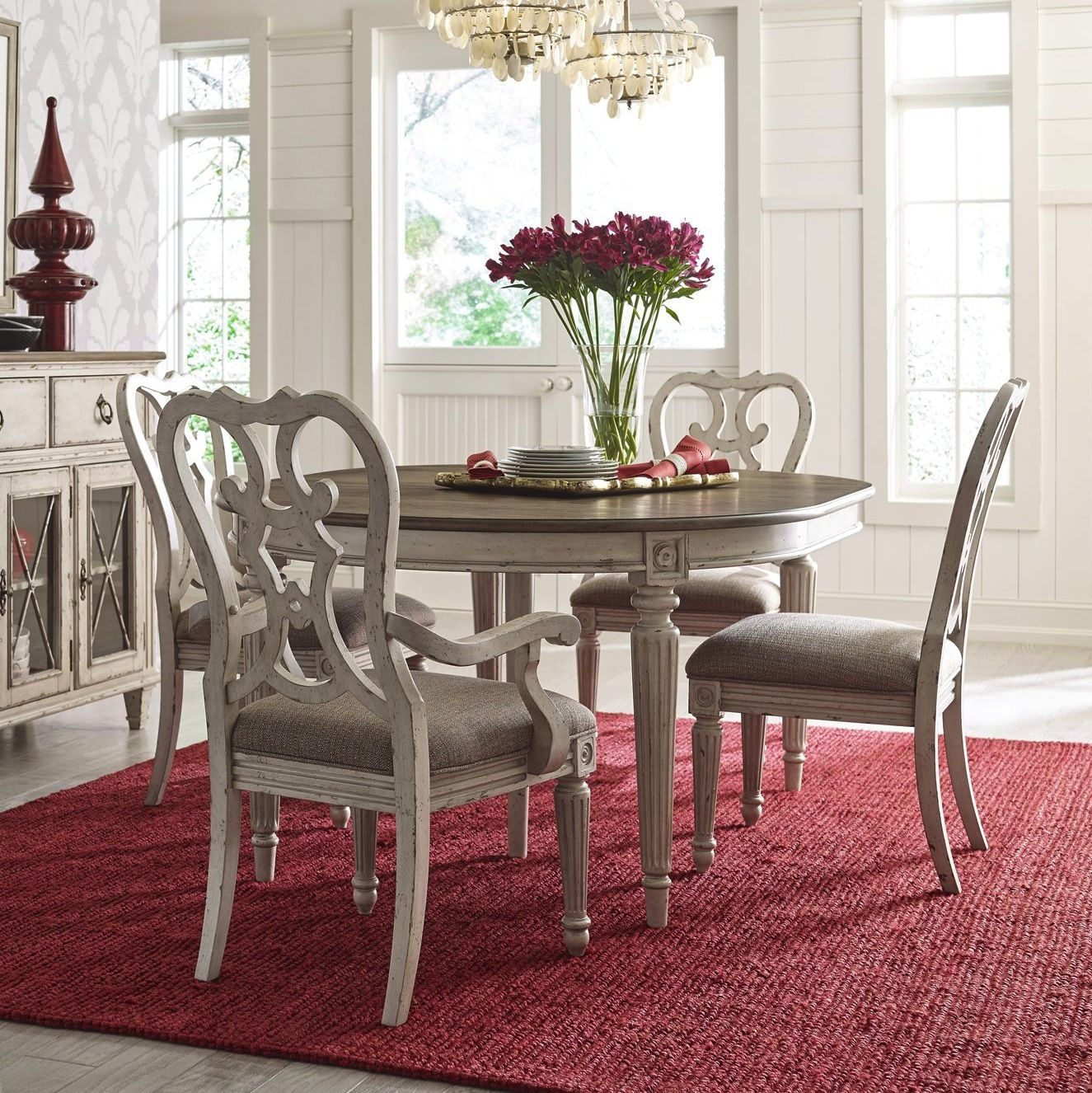 Southbury Round/Oval Dining Room Set