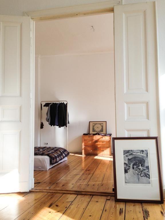 Schone 2 Zimmer Altbauwohnung In Schoneberg Zur Zwischenmiete Flur Mit Sicht Ins Schlafzimmer Corridor Holzdielen Berlin 2zimmeraltbauwohnung S In 2020 Interieur