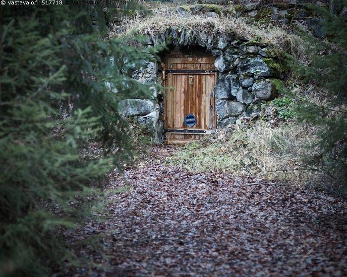 Metsätontun asunto? - kellari maakellari kivi kivet syksy syksyinen ovi kaari…