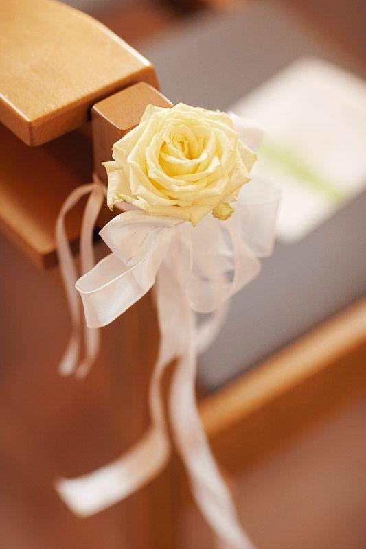 flower church yellow rose blumenschmuck kirche rose gelb pastell - Gelbe Sthle Passen Zu Welcher Kche