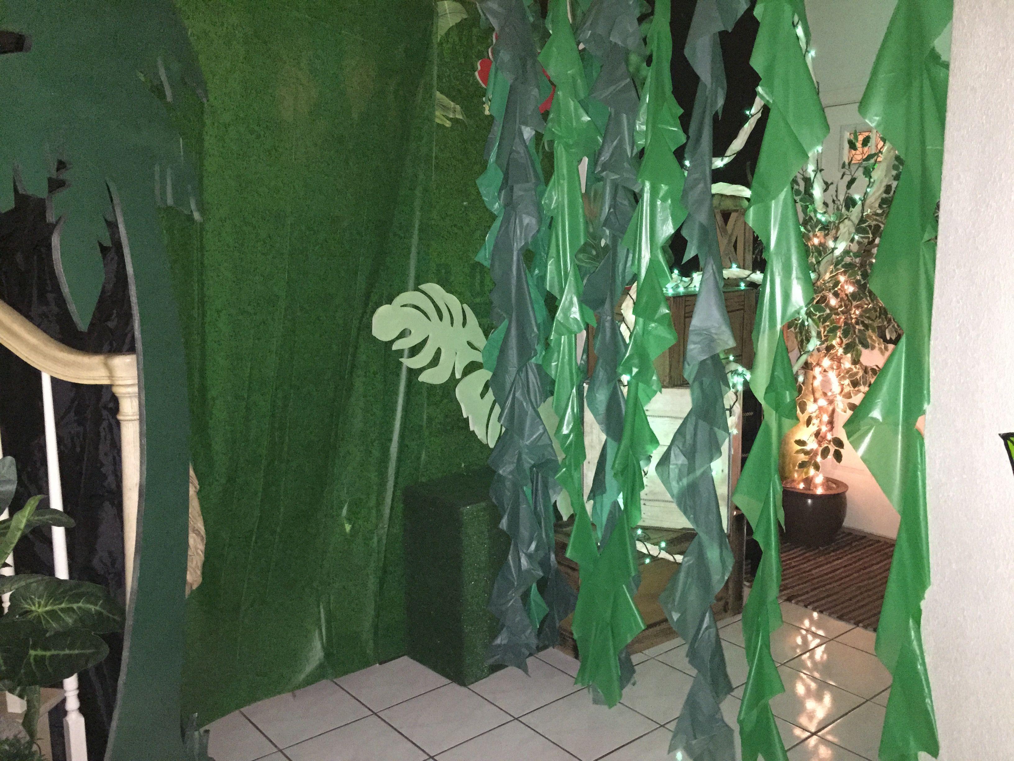 Magalie Sarnataro's props Jungle decor details
